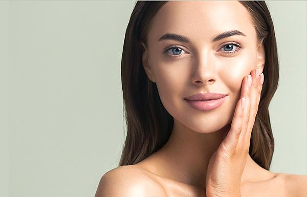 Lifting du visage à l'aide de la nouvelle technique J-Plasma Renuvion®